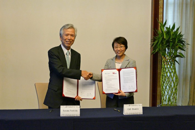 CAO Shumin IMT-2020 PG会長と吉田進 5GMF会長とによるMOU締結式