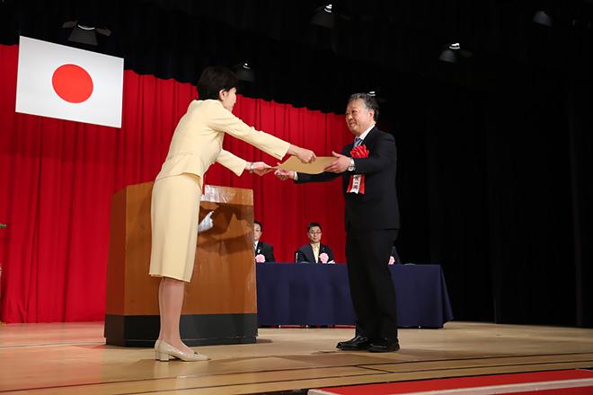本フォーラムの三瓶政一 技術委員長が、「電波の日」総務大臣表彰を受賞されました