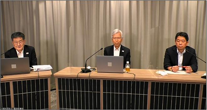 事務局長 大村 好則 様(左)、会長 吉田 進 様(中)、総務省移動通信課長 翁長 久 様(右)